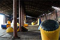 Закрытая площадка для игры в пейнтбол